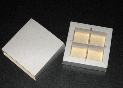 קופסא מרובעת ל-4 פרלינים